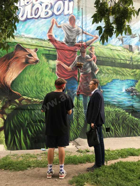 Фасад с рисунком изумительного парка по берегам речки Ельцовки в центре Новосибирска