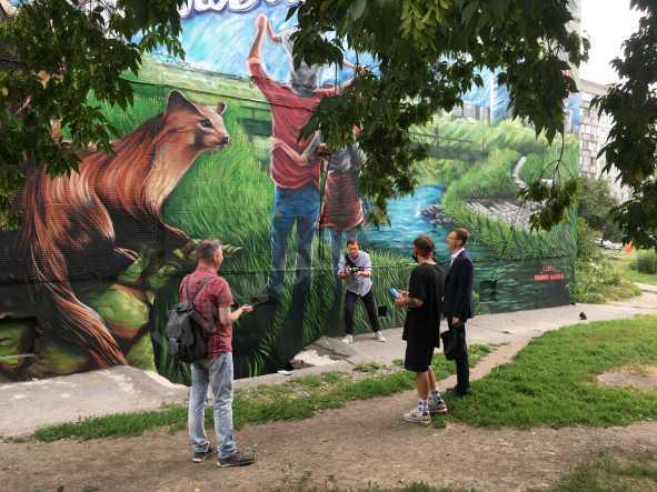 Будущий парк уже нарисован на фасаде дома